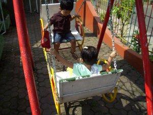 dunia anak itu penuh permainan walau sesederhana mungkin