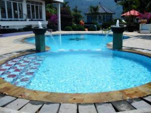 untuk yang suka kemewahan silahkan kunjungi situsnya Villa Tuti
