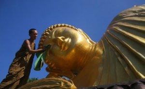 patung milik umat Budha
