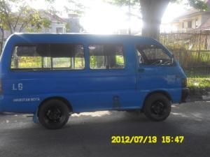 MPU Di Kota Malang waran biru, yang membedakan adalah jalur huruf depan jalur awal berangkat sampai jalur tujuan akhir penumpang