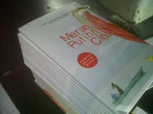@Merah Putihnya Cinta.... ada di gramedia se Indonesia lho... buy it !!!